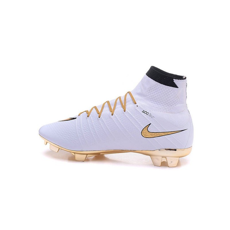 2016 nouvelle chaussure nike mercurial superfly iv fg blanc or noir. Black Bedroom Furniture Sets. Home Design Ideas
